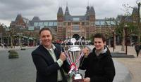 001_jerry_dennis_met_de_cup.jpg