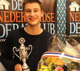 Joris Bouman wint 4e PITCHMASTERS van Dé Nederlandse Debatclub