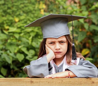 Als je kind 'cum laude' afstudeert: trots van ouders is overdreven en overmoedig!