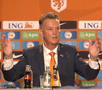 (+ VIDEO) -- De meesterlijke debattruc van Louis van Gaal tijdens persconferentie